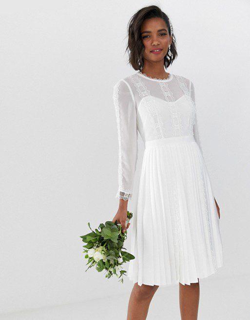 Ted Baker - Robe de mariée courte bordée de dentelle avec jupe plissée - Robe de mariée pas cher - The Wedding Explorer