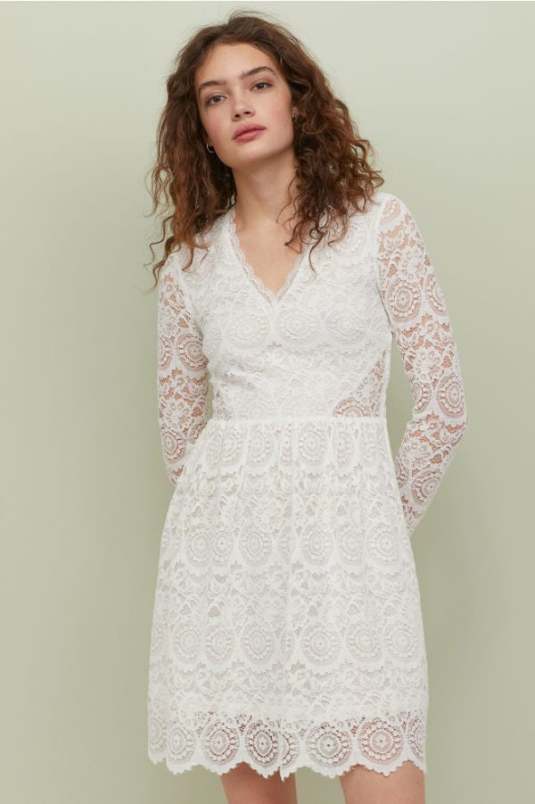 H&M - Robe courte manches longues en dentelle - Robe de mariée pas cher - The Wedding Explorer