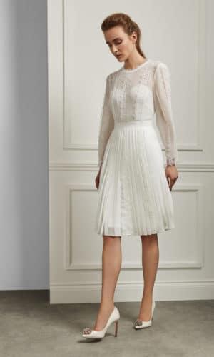 Ted Baker - DIANNAH Robe avec jupe plissée et détails en dentelle - Robe de mariée pas cher - The Wedding Explorer