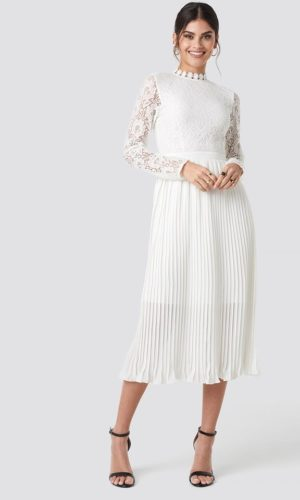 NA-KD - Crochet Detail Pleated Dress White - Robe de mariée pas cher - The Wedding Explorer
