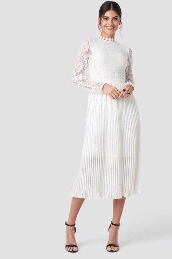 NA-KD - Crochet Detail Pleated Dress White - Robe de mariée pas cher - The Wedding Explorer