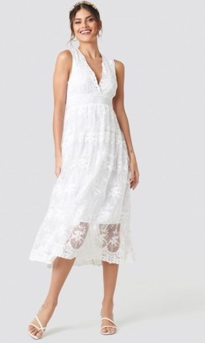 NA-KD - Deep V-Neck Delicate Lace Dress White - Robe de mariée pas cher - The Wedding Explorer