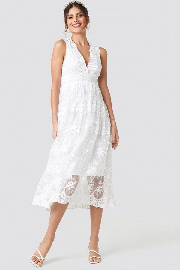 NA-KD - Deep V-Neck Delicate Lace Dress White - Robe de mariée pas cher - The Wedding Explorer