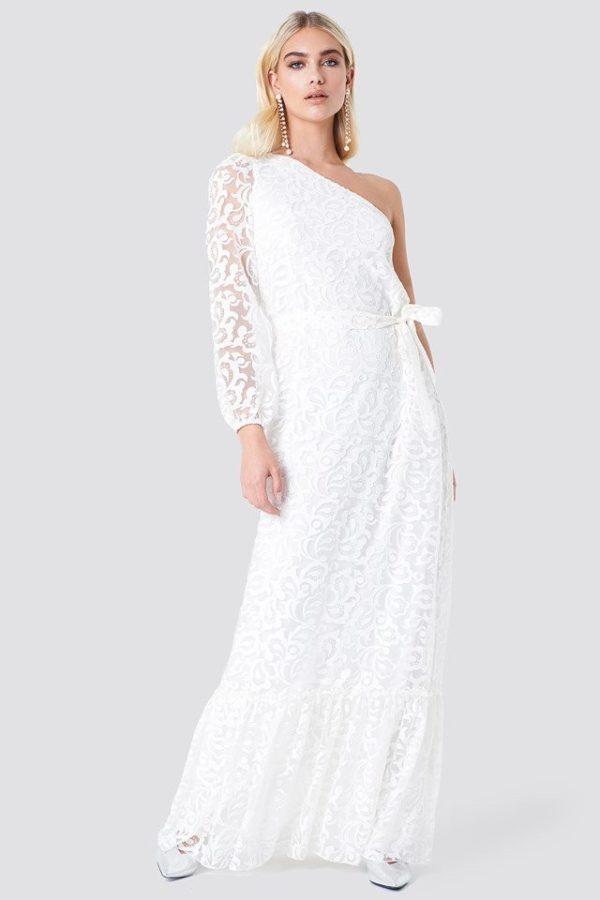 NA-KD - Floral One Shoulder Maxi Dress White by Trendyol - Robe de mariée pas cher - The Wedding Explorer