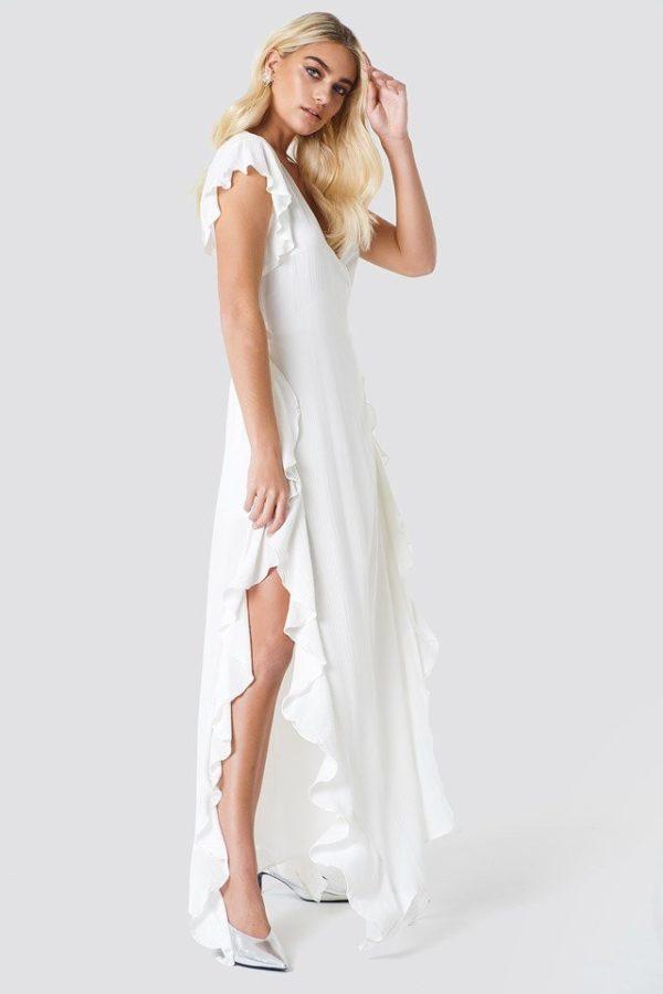 NA-KD - Sheer Wrap Maxi Dress White by Trendyol - Robe de mariée pas cher - The Wedding Explorer