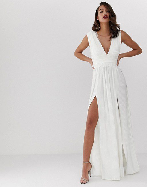 ASOS - Robe longue décolletée plissée à empiècements en dentelle - Robe de mariée pas cher - The Wedding Explorer