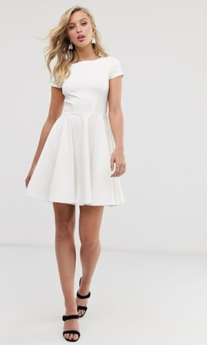ASOS - Closet London - Robe de bal de promo style patineuse avec mancherons - Robe de mariée pas cher - The Wedding Explorer