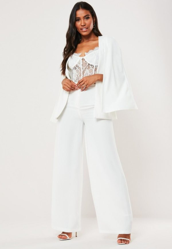 MISSGUIDED - Blazer mariage cape - Robe de mariée pas cher - The Wedding Explorer