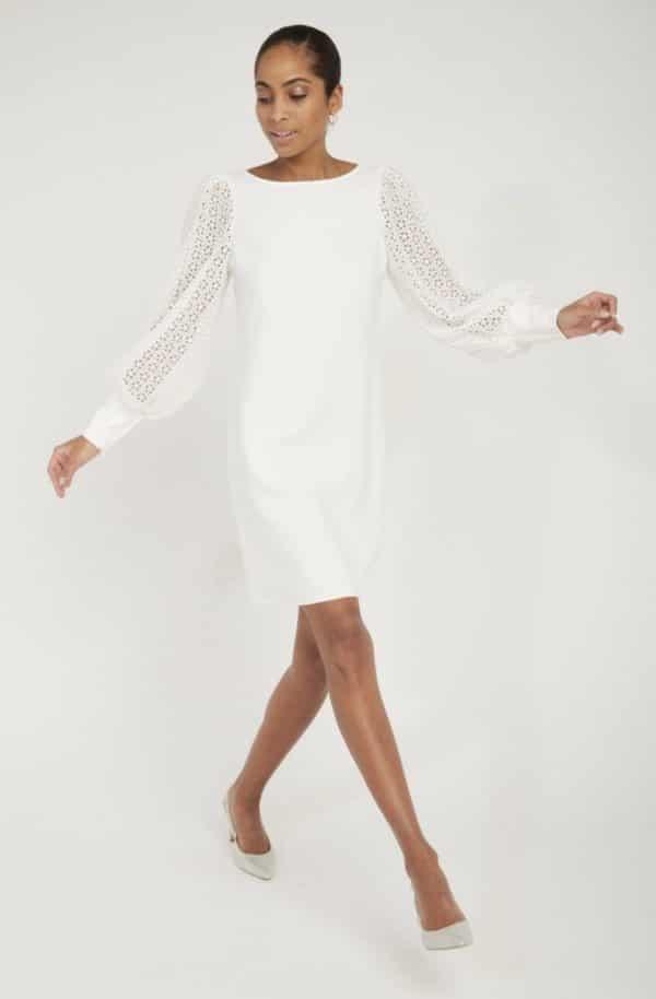 NAF NAF - Robe de mariée courte droite manches en dentelle ecru - Robe de mariée pas cher - The Wedding Explorer